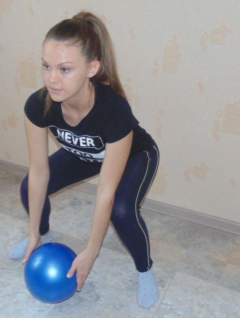 Упражнения в тренажерном зале для девушек картинки